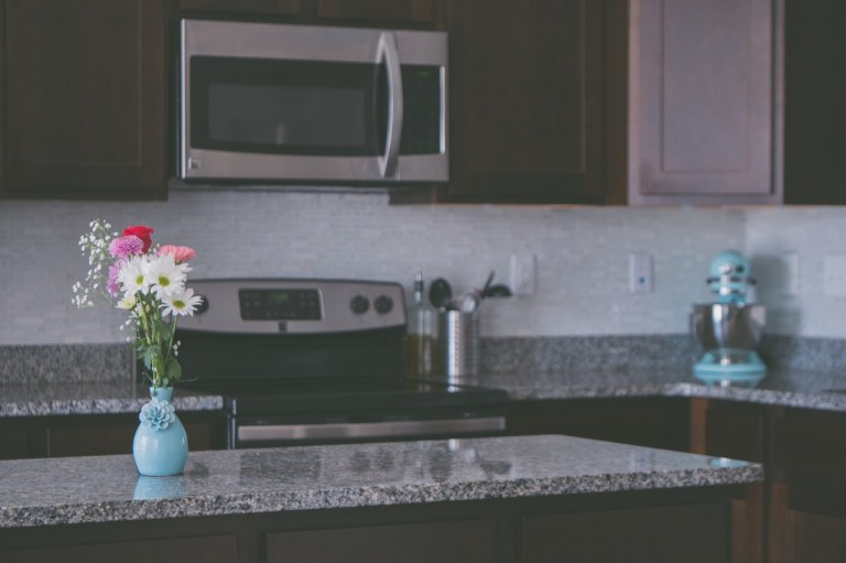 6 Ways Sellers Can Make Their Kitchen Look Bigger